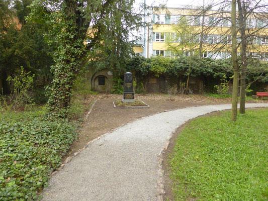 Die Neugestaltung der Grabstelle von Carl Zeiss und des angrenzenden Weges ist nahezu abgeschlossen.