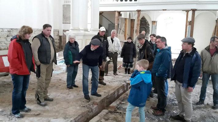 Zum Abschluss zeigte Pfarrer Lemke die Baustelle Friedenskirche.