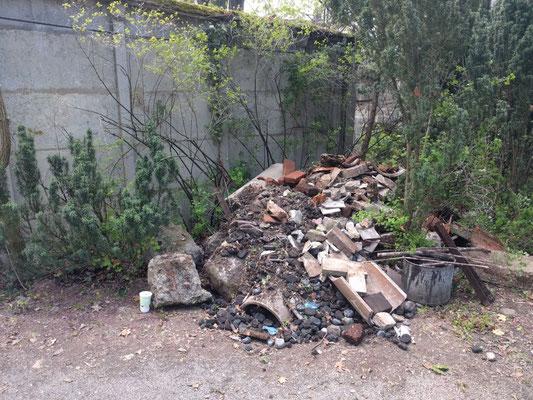 ...auftürmen von Müllbergen...