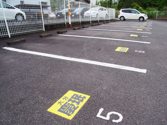 店舗横の駐車場の大分慶珉のマーク