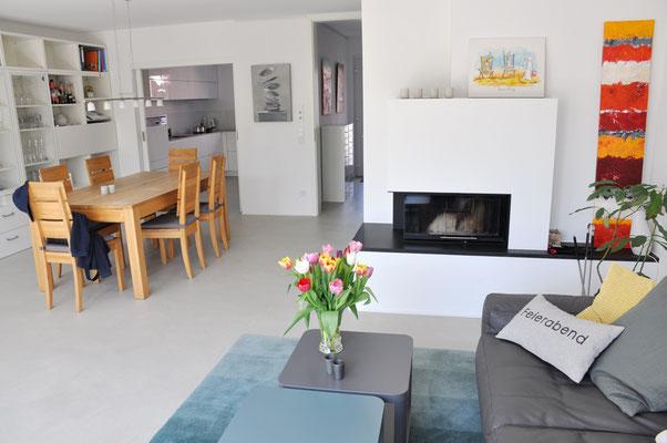 Wohnbereich mit Fußboden-Betonoptik