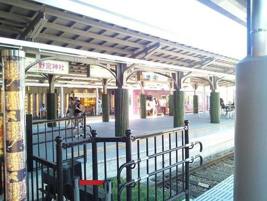 嵐山駅。路面電車です。