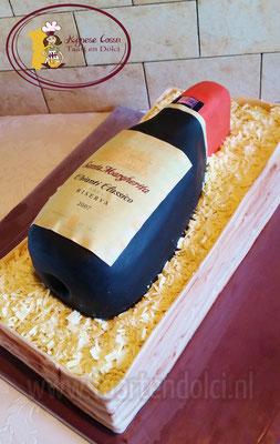 Wijnfles in kistje taart, alles eetbaar