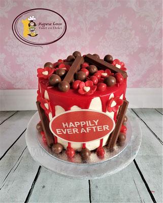 Drip taart met rode accenten