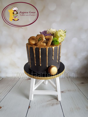 Zwart en goud dripcake
