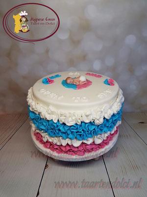 Ruffle gender reveal taart met baby