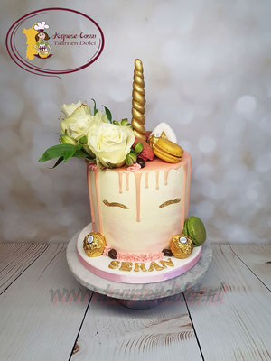 Unicorn dripcake
