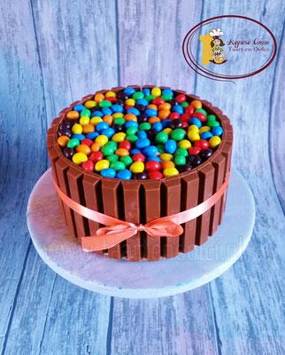 M&M/kitkat taart