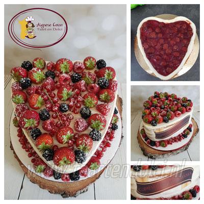 Naked cake hart met vers fruit