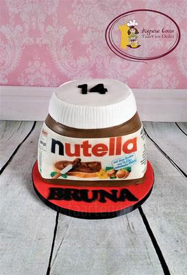 Taart in de vorm van een Nutella pot