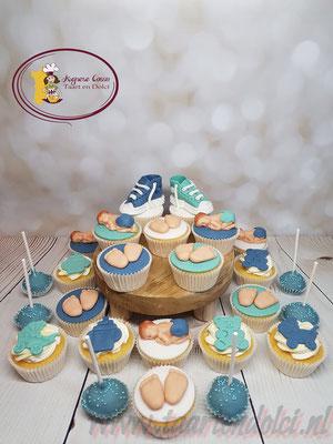 Cupcakes en cakepops met babies, voetjes en schoentjes