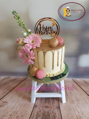 Gouden dripcake met bloemen