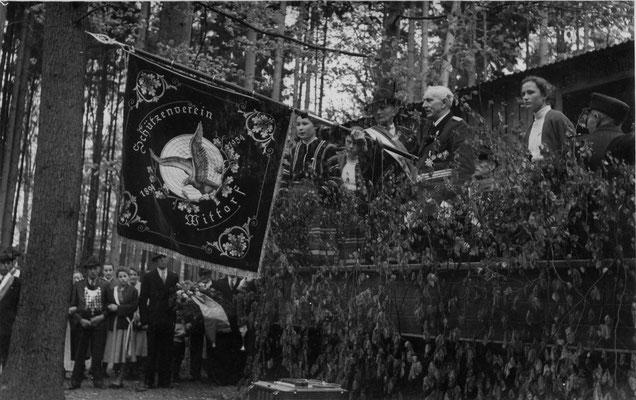 1954 Fahnenweihe-Ansprache mit König Heinrich
