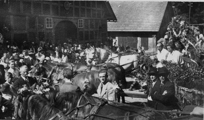 1949 Erntefest-anspannen-Hof Bargfrede