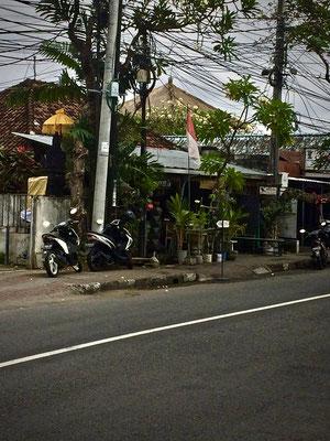 Straße vor dem Warung Little Bird Jl. Danau Tamblingan