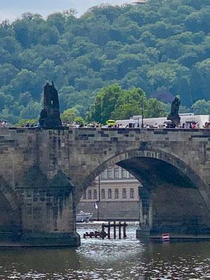 Blick auf die berühmte Karlsbrücke, Prag