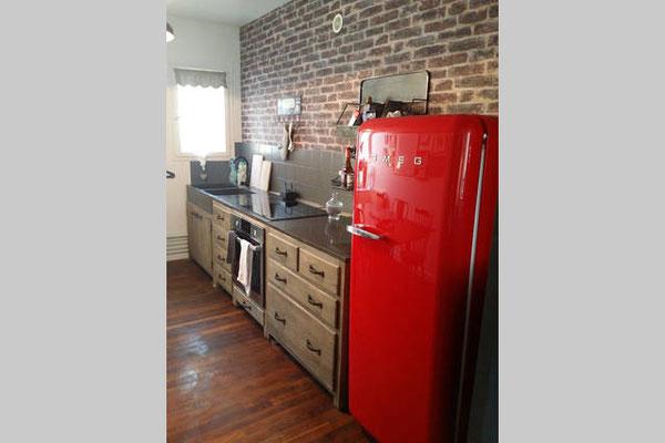 Four, réfrigérateur SMEG, 4 plaques induction, cafetière, bouilloire, grille-pain etc..