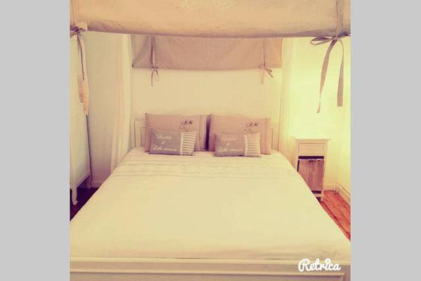 Deuxième chambre romantique avec lit king size