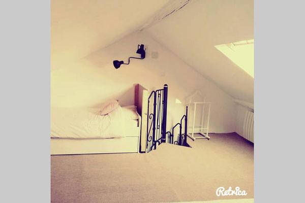 Troisième chambre au 3ème niveau avec lit double et 2 lits simples