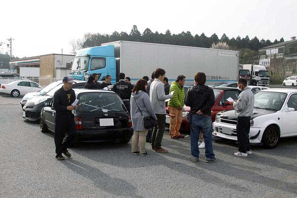 通常はトラックぐらいのところ当日は半ばマーチの駐車場