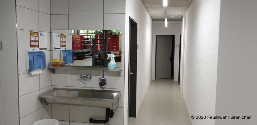 Zugang zu den Garderoben und WC