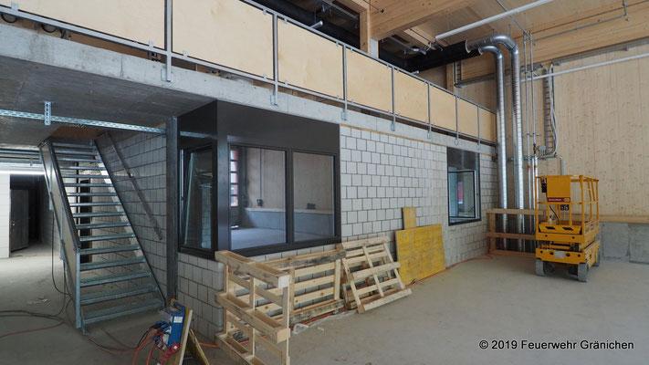 Kommando- und Führungsraum mit Treppenaufgang zum Materiallager