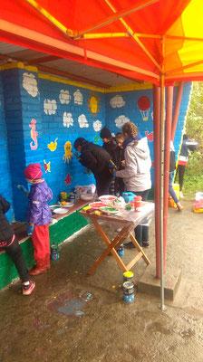 twórcza praca dzieci, ogromne zaangażowanie - fot. Kinga Budyś