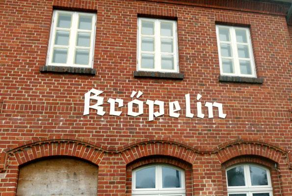 Kröpelin - die Züge Richtung Rostock bzw. Wismar fahren in stündlichem Abschlag