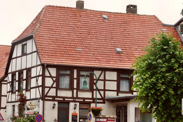 Das Fachwerkhaus am Markt beherbergt eine kleine Gaststätte