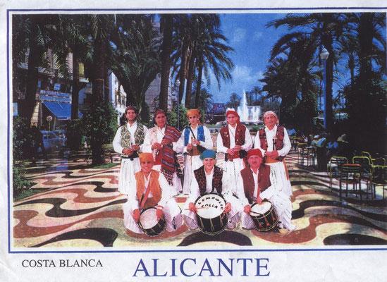 Dolçainers en la Explanada de Alicante.