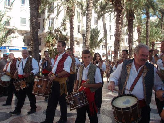 Dia de la Comunidad Valenciana, 9 d´octubre. http://www.diarioinformacion.com/cultura/2011/10/06/alicante-celebra-9-doctubre-explanada/1175359.html