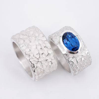 Archaische Silberringe mit blauem Edelstein
