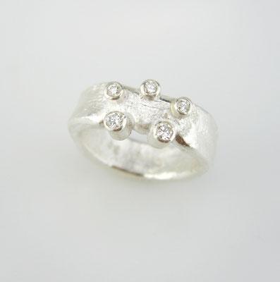 Ring, 999,99er Silber mit fünf kleinen Brillanten TW vsi
