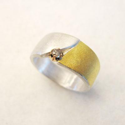 Silberring mit Goldauflage und Brillant