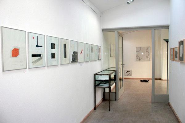 """Blick in die Ausstellung """"Zeichnungen + 1 Skulptur"""""""