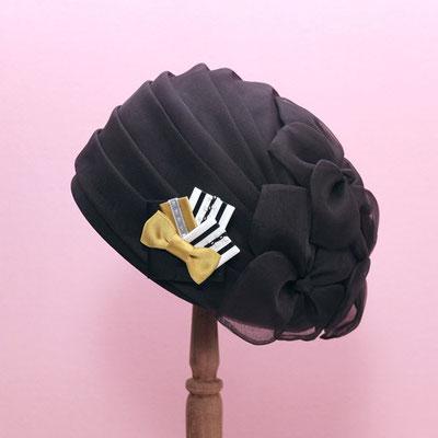 [ブーケ・ブローチ〜ミス・ベイカー mignon]クラシックでガーリーな帽子にスポーティをプラス