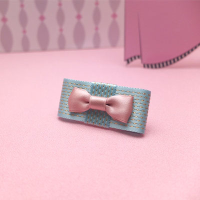 [Middle Finger Brooch〜Eat me!]「Eat me!」と書かれた小さなお菓子をイメージした甘やかな配色の指輪