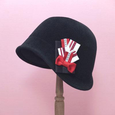 [ブーケ・ブローチ〜ミス・ベイカー]モガ風の帽子に付けて、ジャズ・エイジな装い