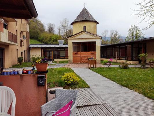La chapelle dans le jardin  de l'EHPAD