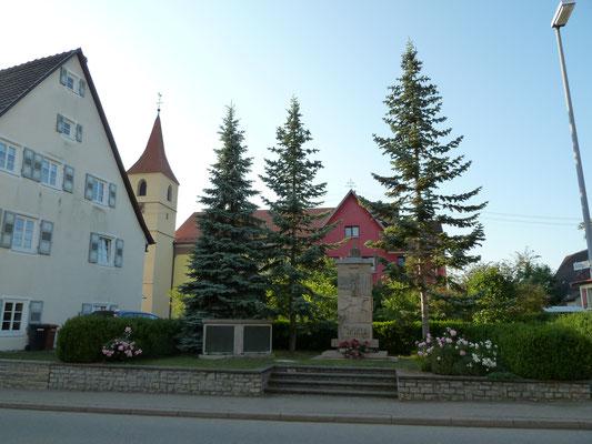 Kirche und Kriegerdenkmal