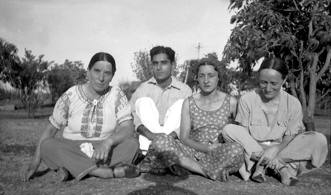 MSI Collection ; India - ( L-R ) Kitty Davy, Adi S Irani ( Baba's youngest brother ), Delia DeLeon & Margaret