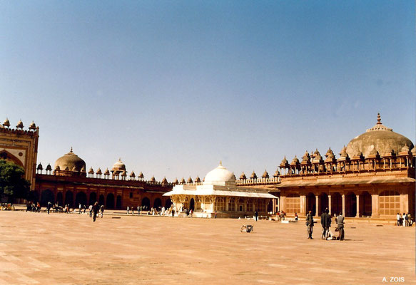 Photo taken by Anthony Zois 1988 ; Fatehpur Sikri_ N-W section of the Congregational Courtyard with Salim Christi's Tomb & Mihrab Shrine