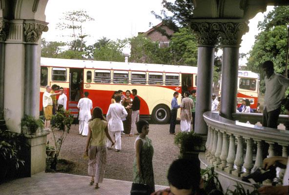 Visitors leaving Guruprasad. Courtesy of Larry & Rita Karrasch