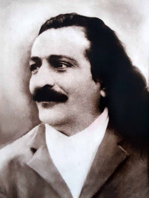 1933 : Meher Baba in Ceylon. Photo courtesy of the Karresch Collection. The next image is on the reverse of this photo.