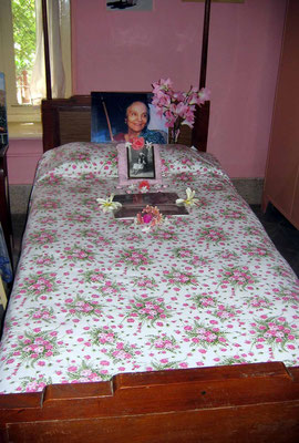 2004 - Mehera's bed ; photo taken by Sher DiMaggio