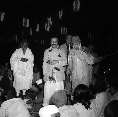 Saint Gadge Maharaj giving a speech about Meher Baba at his Dharamshala in Pandharpur