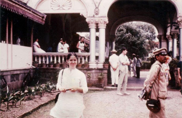 Alice Klein in Poona, MS, India in 1969 at the Great Darshan with her recorder, outside Guruprasad.
