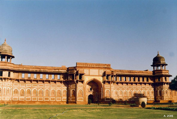 Photo taken by Anthony Zois 1988 ; Agra Fort - Jehangiri Mahal