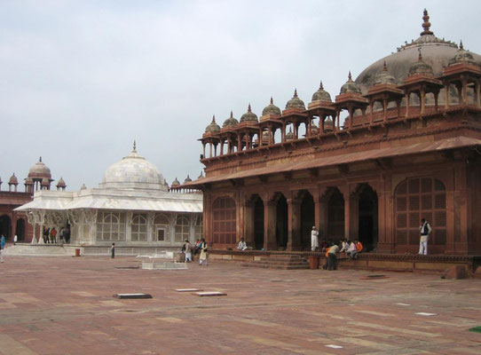 Fatehpur Sikri_N-E section of the Congregational Courtyard with Salim Christi's Tomb & Mihrab Shrine