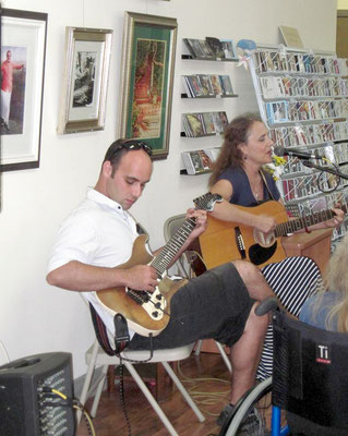 2018 : Leslie performing with her son David Walsh at Sheriar Books, Myrtle Beach, SC.